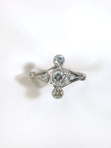 Antique Platinum & Diamond Ring