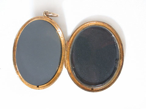 Edwardian Ivy Leaf Gold Locket