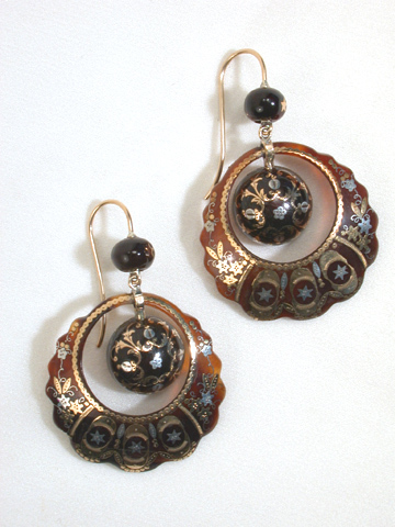Scalloped Detail -  Victorian Piqué Earrings