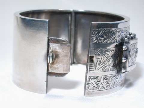 Victorian Extra Wide Buckle Bangle Bracelet