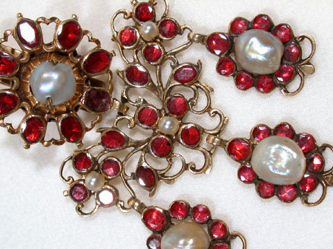 Girandole Pendant of Garnets and Pearls