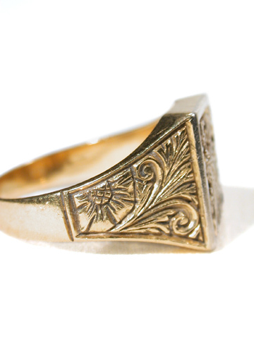 Man's Armorial Crest Ring in Gold