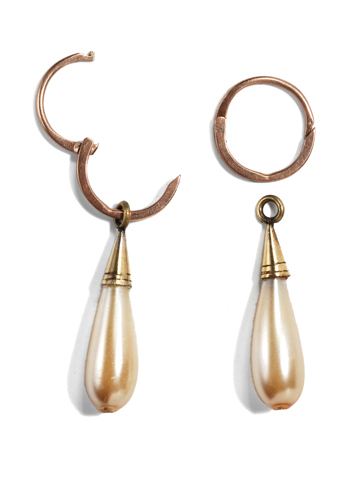 Scarce Victorian Glass Pearl Gold Earrings