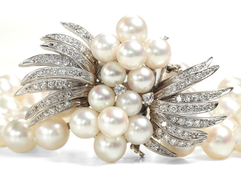 Hollywood Glam - Three Strand Pearl Bracelet
