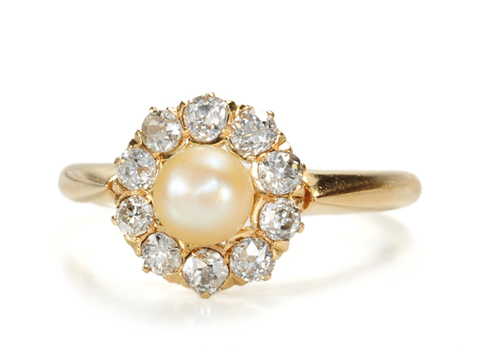 Heavenly: Classic Pearl & Diamond Ring