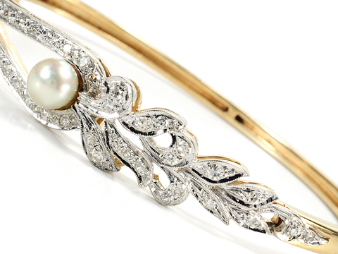Naturalism in a Diamond & Pearl Bangle