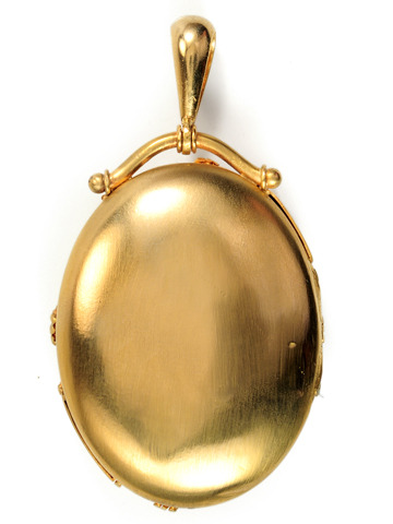 Sweet Victorian Scents: Antique Vinaigrette Locket