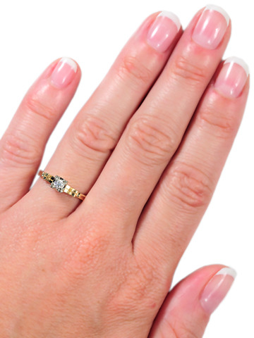 Retro Solitaire Diamond Ring