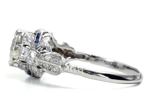 Striking Art Deco Diamond Sapphire Ring of 1.04 c