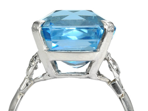 Platinum Paradise: Aquamarine & Diamond Ring