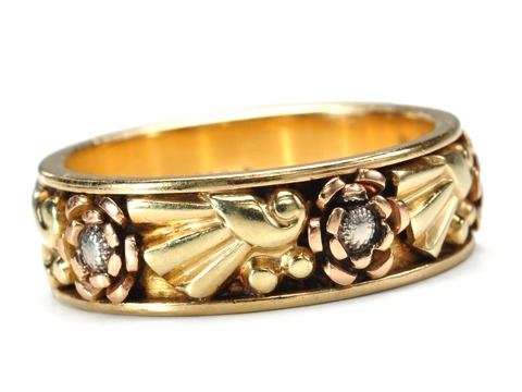 American 1940s Flair in a Retro Eternity Ring