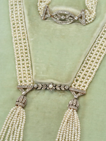 Edwardian Essence in a Diamond Pearl Sautoir