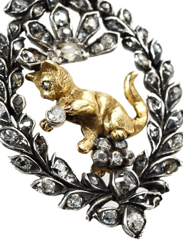 Smashing Diamond Cat Pendant Brooch