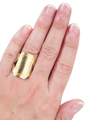 Swedish Design in a Handmade Gold Ring