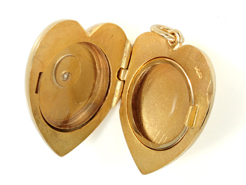 Sentiments: Sloan & Co. Heart Locket