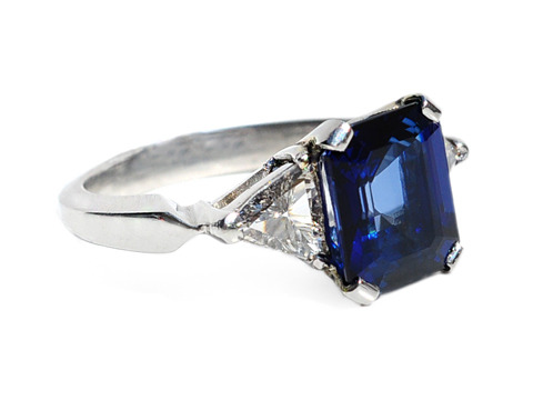 Sleek & Modern 3.88 ct  Sapphire Diamond Ring