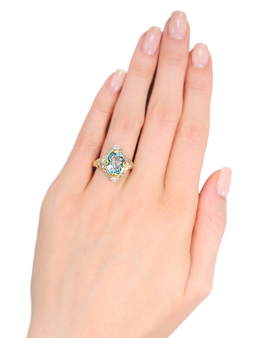 Striking Art Deco Aquamarine Diamond Ring