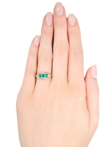 Edwardian Kiss in a Emerald Diamond Ring