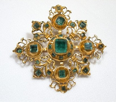 Flamboyant Spanish Emerald & Gold Brooch