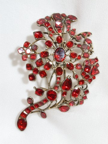 Lavish Early 18th Century Garnet Brooch