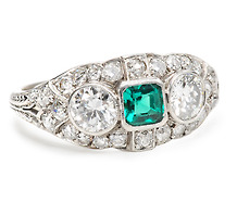 Plat Ring Emerald Center with Diamonds