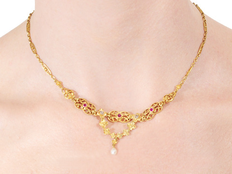 Antique Caress: Ruby Diamond Necklace of Gold