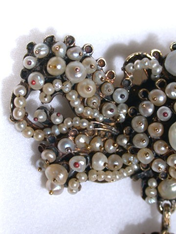 Luminous Natural Pearl Sévigné Bow Brooch