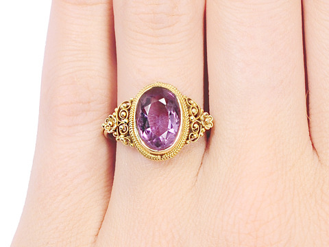 Exquisite Vintage Oval Amethyst Ring