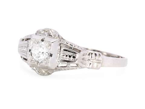 Art Deco Flirt: Solitaire Diamond Ring