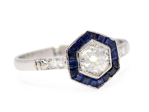 Latin Delight: Diamond Sapphire Ring