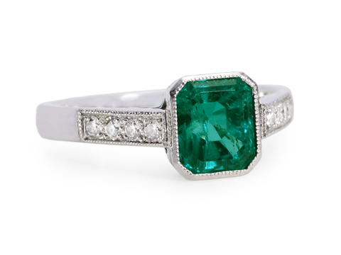 Exceptional Nature in an Emerald Diamond Ring
