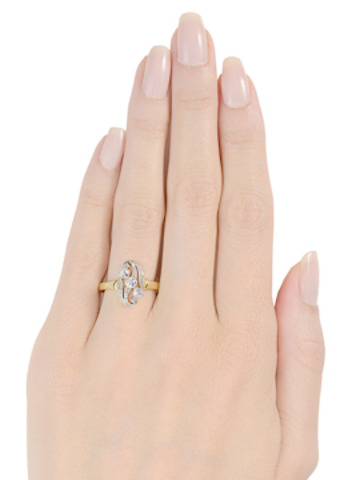 Glitter & Shine in a Vintage Diamond Ring