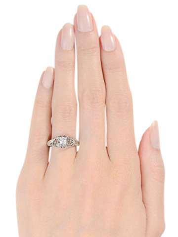 Art Deco Sensual in a Solitaire Diamond Ring