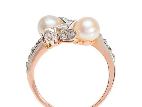Antique Elegance: Diamond Pearl Crossover Ring