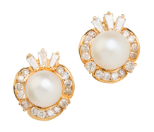 Artful Design: Pearl Diamond Earrings
