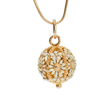 Edwardian Enamel Daisy Pendant Necklace